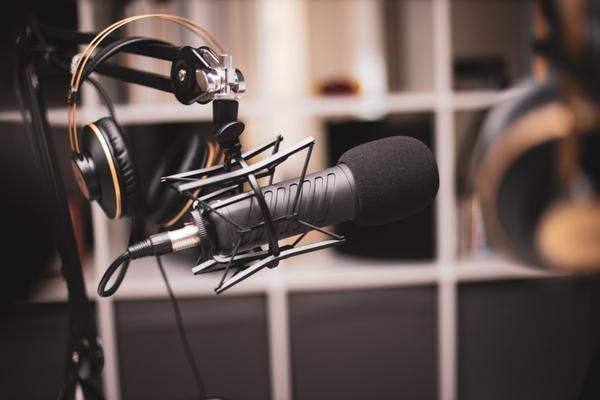 Photograph of a microphone and headphones