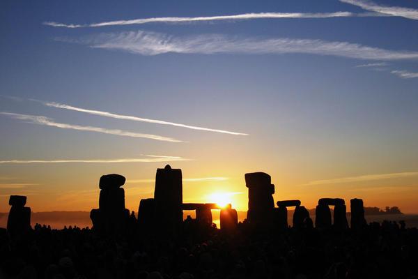 summer solstice sunrise over stonehenge