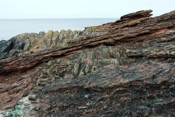 Huttons Unconformity, By marsupium photography - https://www.flickr.com/photos/hagdorned/7974454926/, CC BY-SA 2.0, https://commons.wikimedia.org/w/index.php?curid=57537534
