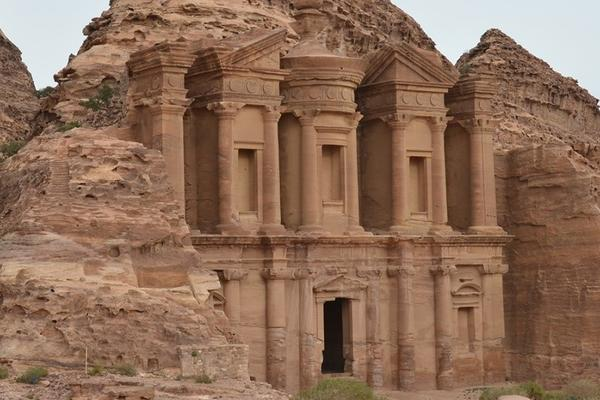 picture of the temple of petra